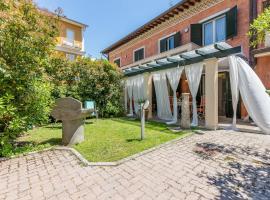 Villa Lucrezia, Pietrasanta (Fiumetto yakınında)