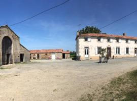 Logis du Domaine des alouettes, Ле-Эрбье (рядом с городом Bazoges-en-Paillers)