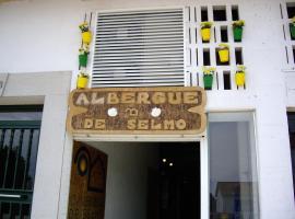 O Albergue de Selmo, Arzúa (Ribadiso yakınında)