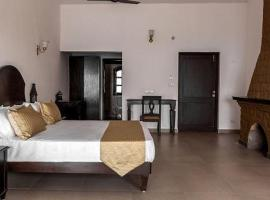Luxurious resort stay with pool and nature view, Badīyārgaon