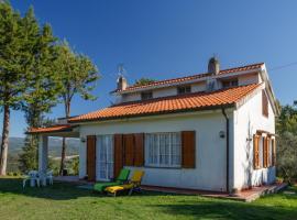 Casa Lina con giardino recintato, Montescudaio (Frassineta yakınında)