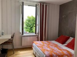 Hotel Le Clocher, Арс-эн-Рэ (рядом с городом Les Moulins de la Boire)