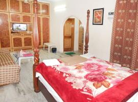 1 BR Boutique stay in Rohini, New Delhi (DAA3), by GuestHouser, Нью-Дели (рядом с городом Narela)