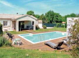Four-Bedroom Holiday Home in Villeneuve Sur Lot, Villeneuve-sur-Lot (рядом с городом La Sauvetat-sur-Lède)
