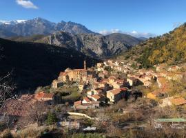 Charmant F2 dans joli village Corse, Omessa (рядом с городом Castirla)