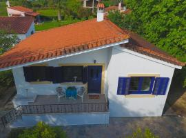John's Houses, Istiaía (рядом с городом Пефки)