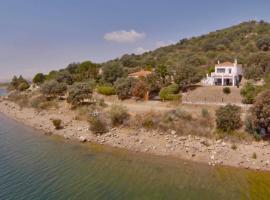 Casa en el Lago, Orellana la Vieja (рядом с городом Navalvillar de Pela)