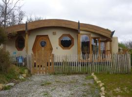 "House Maison hobbit ""frodon sacquet"", Limbrassac (рядом с городом Dun)"