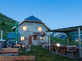 Guesthouse Letnja Basta, Gornji Lukomir (Ježeprosina yakınında)