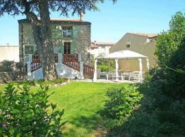 Central location, beautiful renovation, large garden, pool, Bélarga