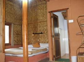 1 BR Rustic hut in Vijaypur, Bageshwar (9AF7), by GuestHouser, Gwāldam