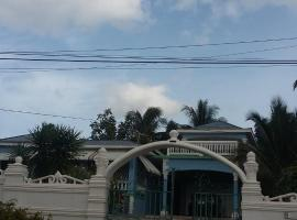 Powell's guesthouse, Albert Arms (Santa Cruz yakınında)