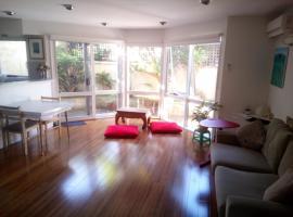 Central & quiet Melbourne