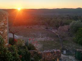 Casa rural completa, tranquilidad, Les Coves de Vinroma (Els Rosildos yakınında)
