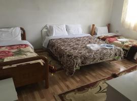 Izet selimaj guest house, Tropojë (Valbonë yakınında)