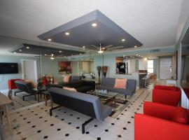 Chic Direct Oceanfront Condo, Indian Harbour Beach
