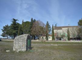 Les loups dans la bergerie, Бан (рядом с городом Casteljau)