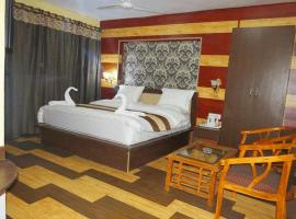 Hotel Riviera, Сринагар (рядом с городом Naupura)