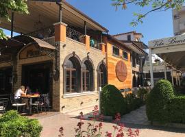 Villa Borana (Rosa e Tymosur), Polje (Udënisht yakınında)