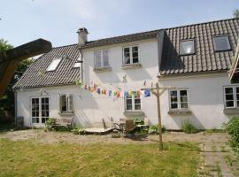 Love's Nest, Lille Fuglede (Ruds-Vedby yakınında)