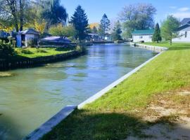 2 bedroom River View Cottage, Bainsville (Saint-Zotique yakınında)