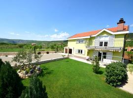 Holiday Home Damir, Juričići (рядом с городом Donji Proložac)