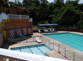 Hotel Recreacional Campestre Villa Hercules, Piedecuesta (Los Curos yakınında)