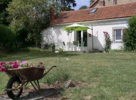 Sans Parure : Gîtes, Buxières-sous-Montaigut (in der Nähe von Saint-Éloy-les-Mines)