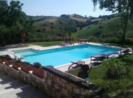 Piccola Terra Country House & Pool, Poggio Morello (Sant'Omero yakınında)