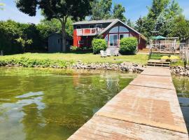Luxurious Kawartha Lakes Waterfront Getaway, Ennismore