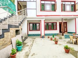 Guesthouse room near Dal Gate, Srinagar, by GuestHouser 29306, Сринагар (рядом с городом Nasīm Bāgh)