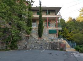 The River House, Platres (Trodos yakınında)