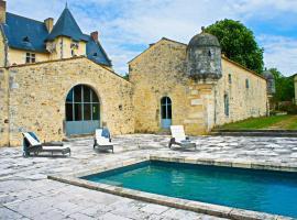 Chateau familial pour 16 pers en Charente Maritime, Soulignonne (рядом с городом Les Essards)