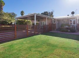 Small Comfy House Close to Airport & City, Perth (Cloverdale yakınında)