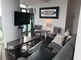 Presidential 2+1BR Condo, Entertainment District (Downtown) w/ CN Tower View, Balcony, Pool & Hot Tub