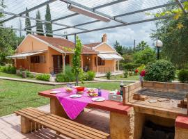 Family Holiday Apartment with garden & BBQ
