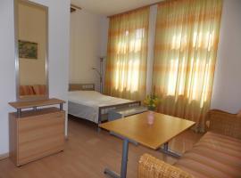 25m² große Ferienzimmer mit Dusche WC + Küche in Anklam, Anklam (Salchow yakınında)