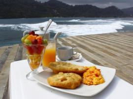 Hotel Sister Moon, Isla Grande