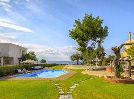 Wonderful private villa just in front of the sea., Кинета