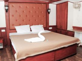 Houseboat with Wi-Fi in Kottayam, by GuestHouser 27661, Pullappalli (рядом с городом Lālam)