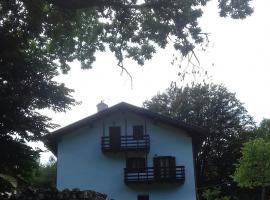villetta la lago in parco privato, Lagolo di Calavino (Monte Bondone  yakınında)