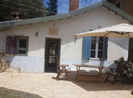 Παραδοσιακό σπιτάκι στο λιμανάκι της αγάπης, Poros (Near Methana)