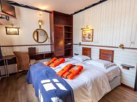 Boat Hotel De Barge, Brujas