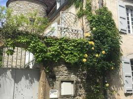 """Gite.. """"Camellia Rose"""", Sauveterre (рядом с городом Abitain)"""