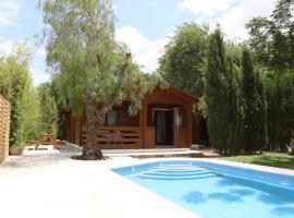 Preciosa y acogedora casa de madera en el campo, Carmona (La Celada yakınında)