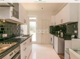 Garden Two-bedroom Apartment in Norbury