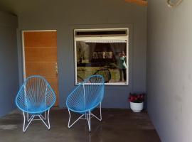 Bungalow los angeles, Villa Elisa (Colonia Hocker yakınında)