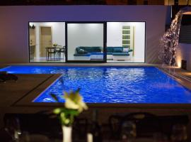 Family friendly house with a swimming pool Split - 15909