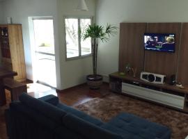Apartamento compartilhado com quarto confortável em região próxima do centro., Maringá (Iguaraçu yakınında)