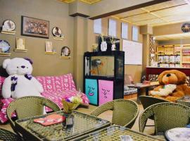 敦煌木刻艺术酒店 Dunhuang Woodcut Art Guesthouse, Dunhuang (Huangqu yakınında)